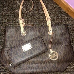 Michael Kors shoulder purse & matching wallet